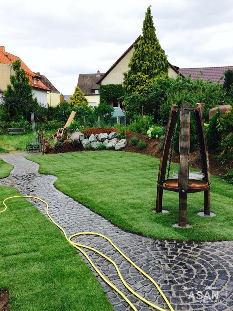 Asan Garten- und Landschaftsbau - Projektbeispiel Nr. 7 Gartenbau Giessen: Garten und Weg